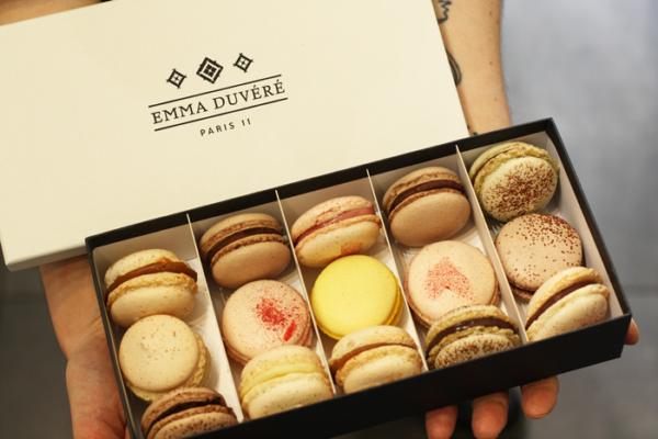 Coffret cadeau de 15 macarons - Pâtisserie Emma Duvéré